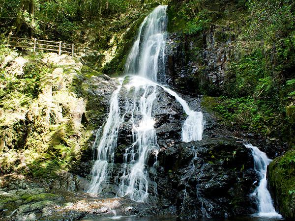 秋吉白糸の滝
